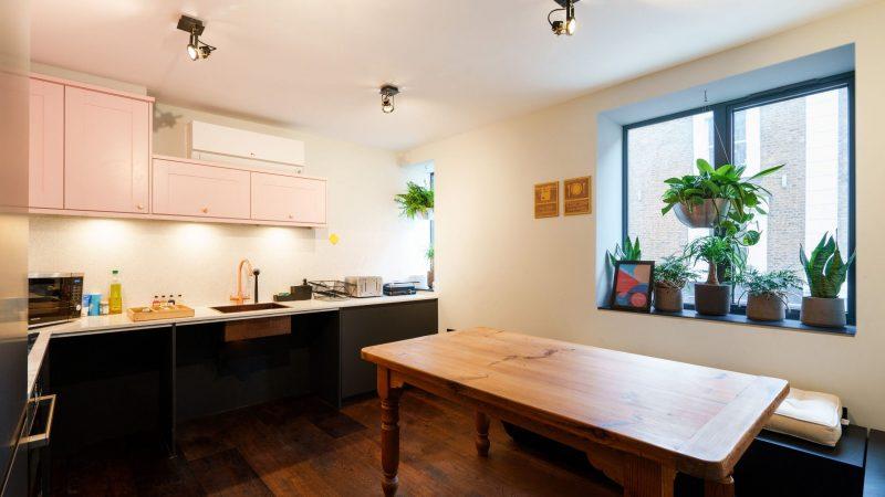 OTA-Selina_Camden_Common Kitchen_04-2021_Credits_@Photobenphoto_ 1