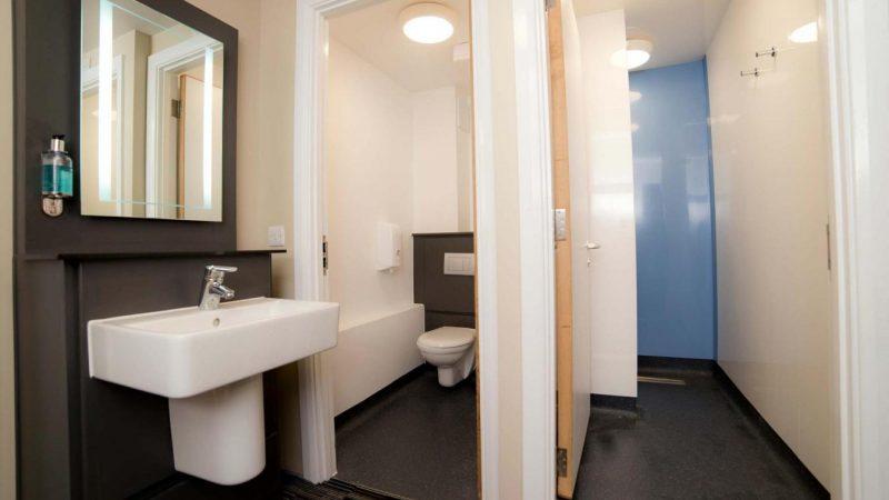 YHA_Cambridge_Bathroom