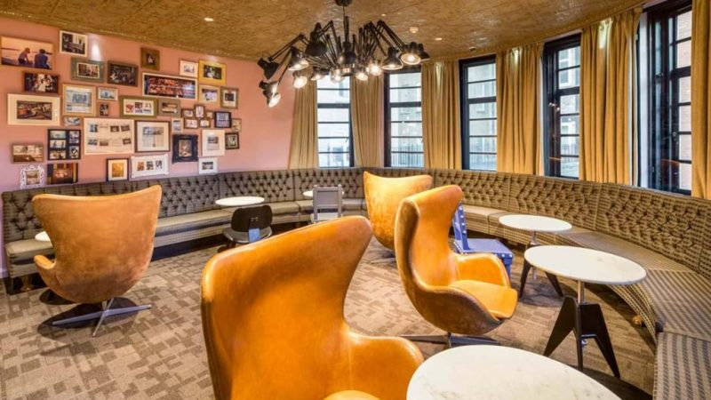 lon_interiors_seating-eggchairs_hr_sinue-serra_